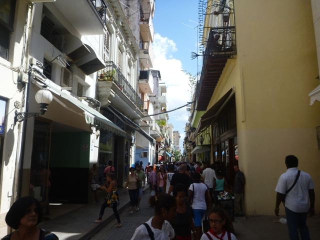 One of the many busy streets in Vieja - Calle Obispo