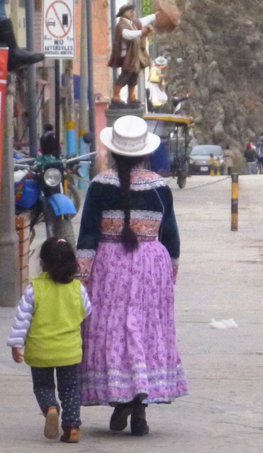 traditional dress in Colca Canyon Valley